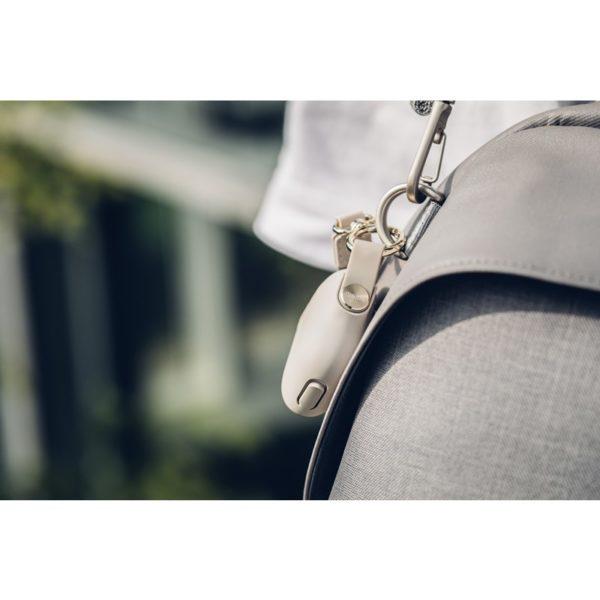 Moshi Pebbo – Etui AirPods z odpinanym paskiem na rękę (Savanna Beige)